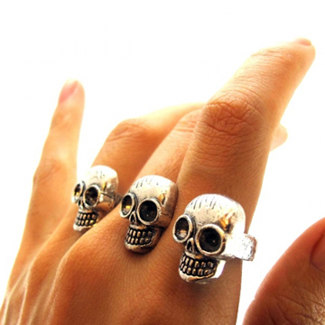 Black Skull Two Finger Ring label