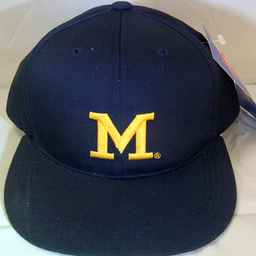 「M」 SNAP BACK CAP