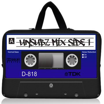 カセットテープ柄 13インチ ノート PC ケース <br />cassette tape laptop carry case